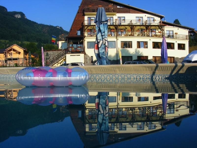 Vacanta 2012 Bran, piscina exterioara, Vacanta 2012 la Munte.